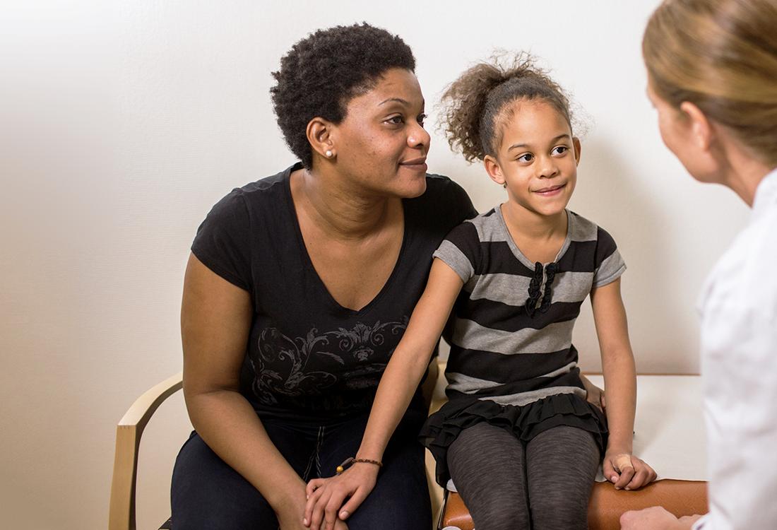 doctrin-kontakt-barnläkare-förälder-flicka-läkarbesok